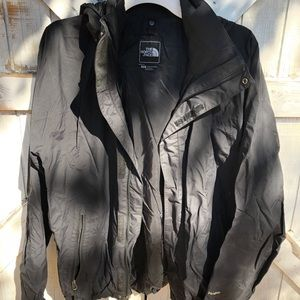 Black men's north face lined jacket/windbreaker